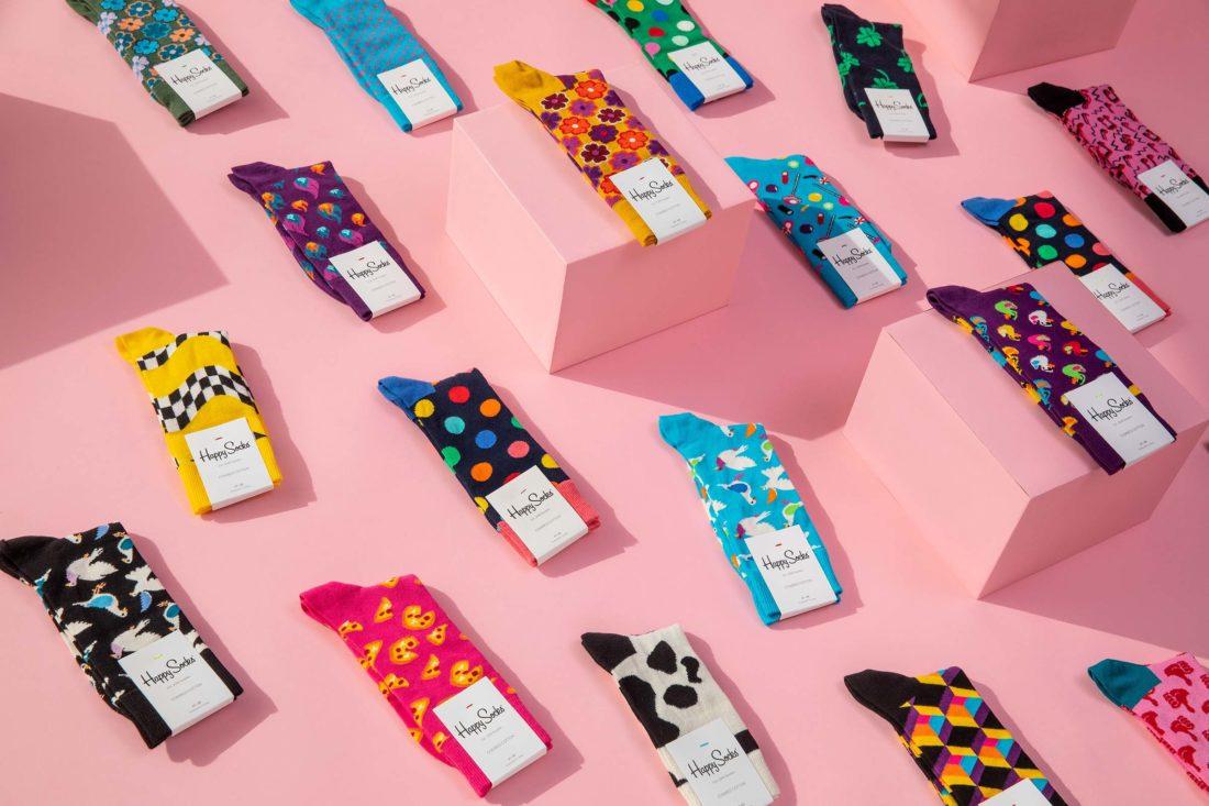 Strumpor i rader och mönster fotograferad för Happy socks