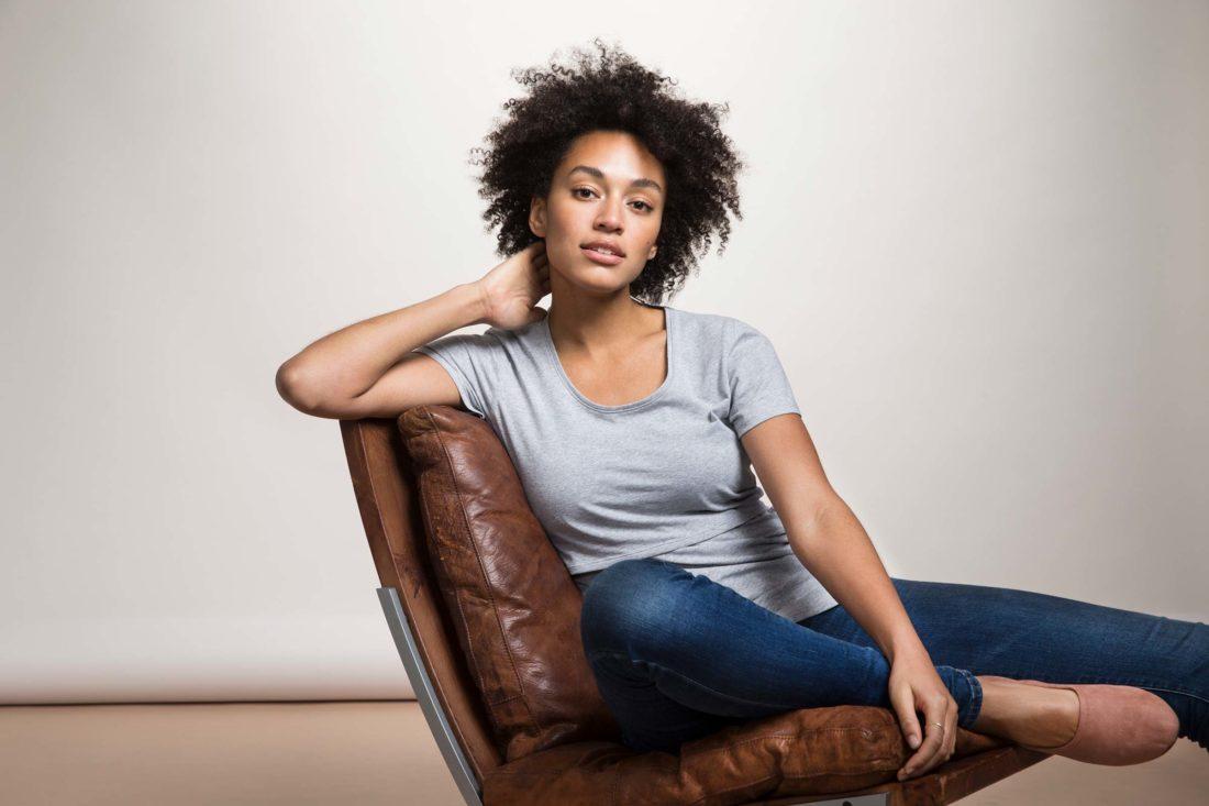 Reklamfotografering med modell Sara Johnson för Boob Design av fotograf Camilla Svensk