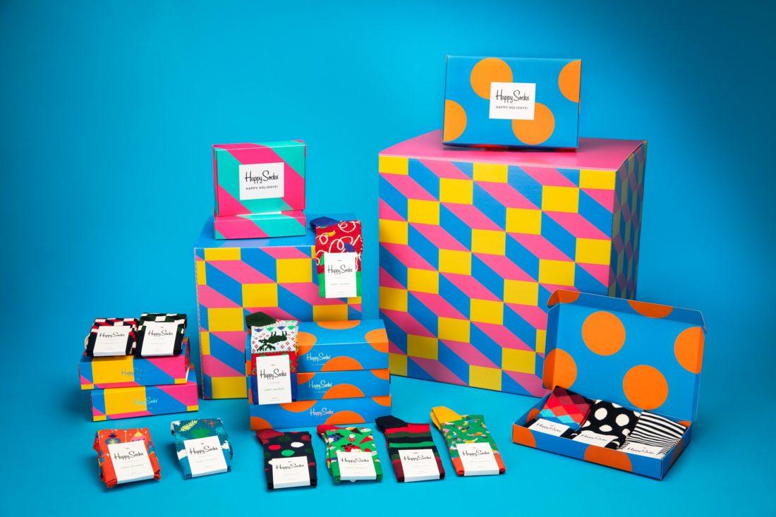 Färgglatt stilleben av strumpor och boxar för Happy socks