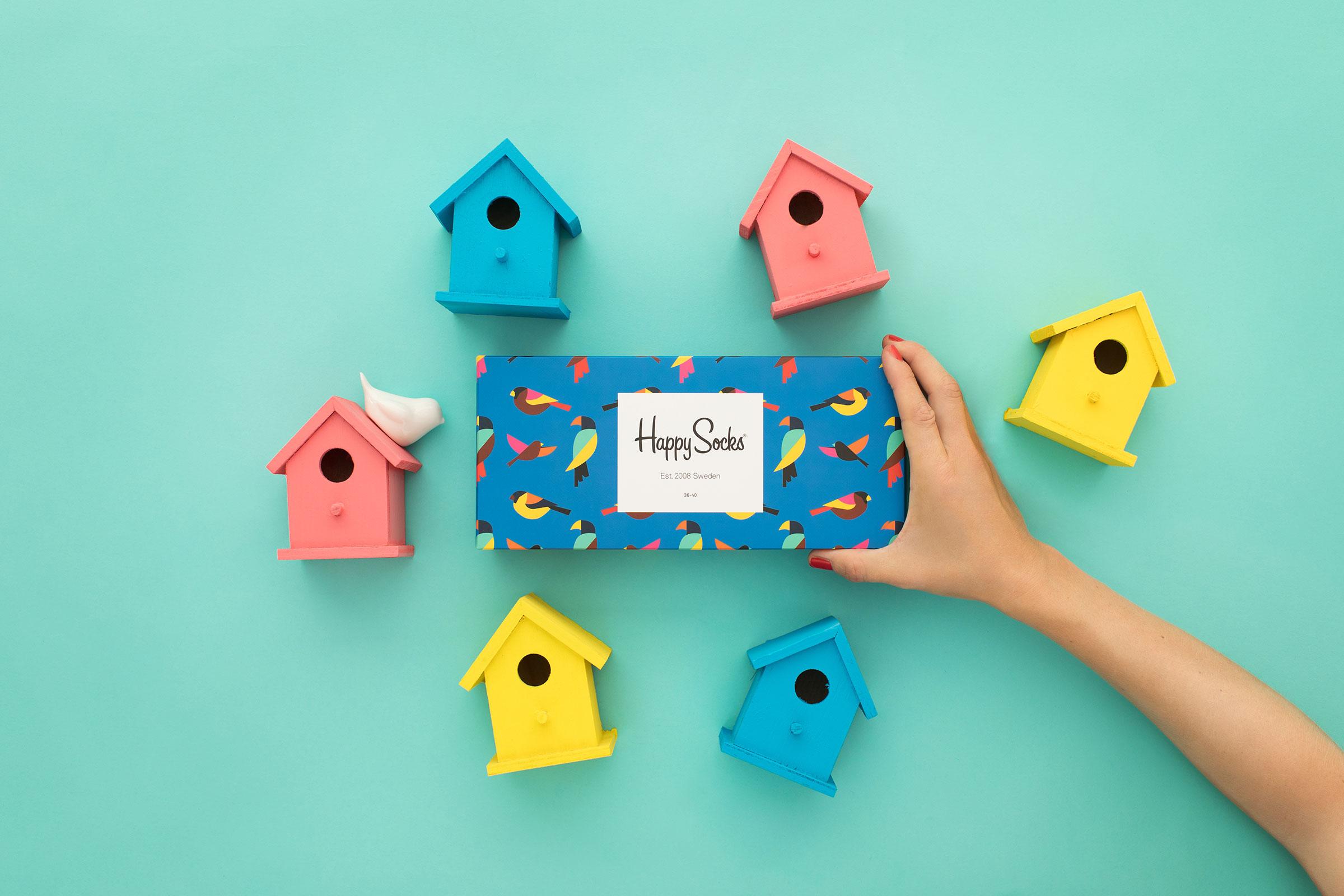 fågelholkar i pastellfärger och strumpbox med Happy socks