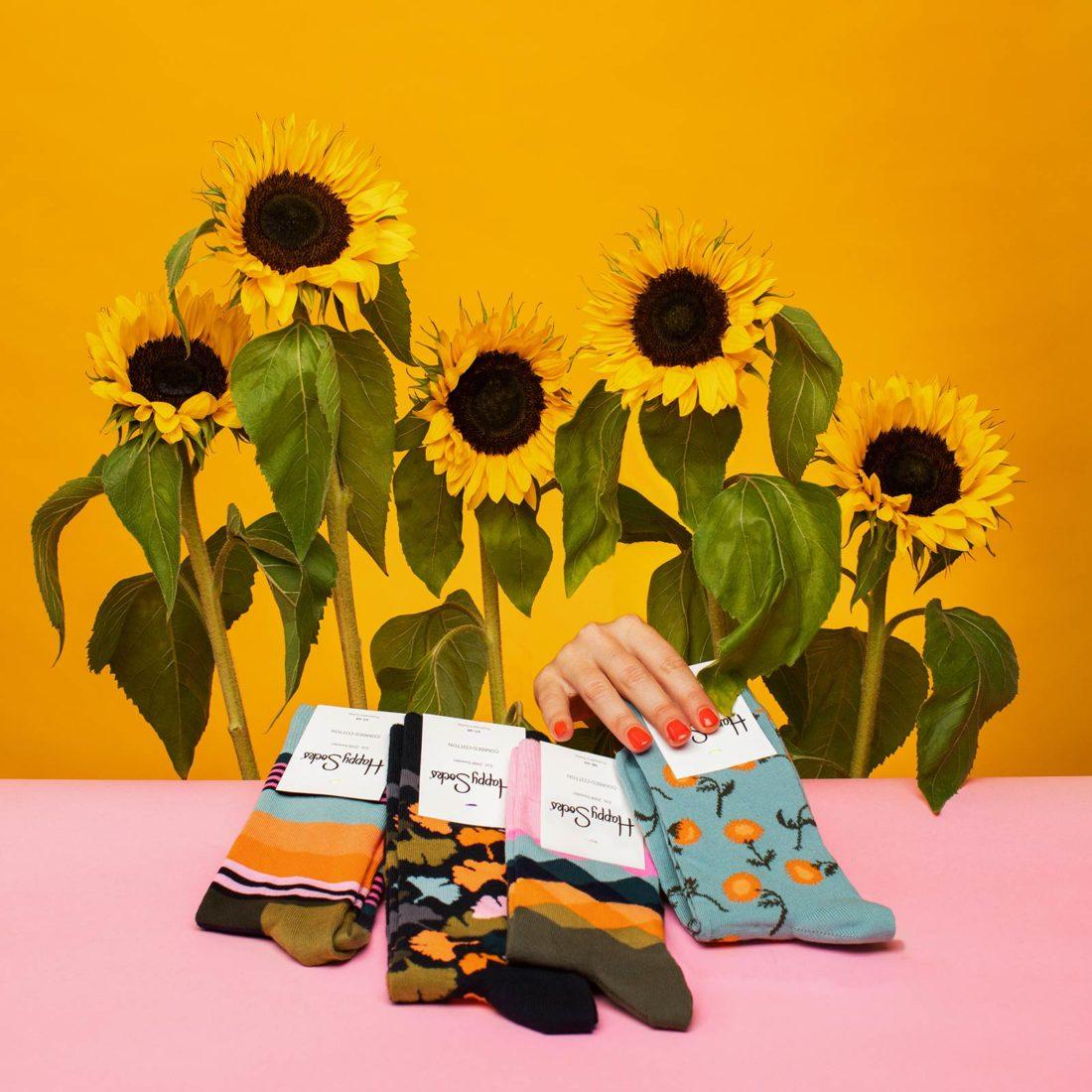 Solrosor och strumpor fotograferad för Happy socks
